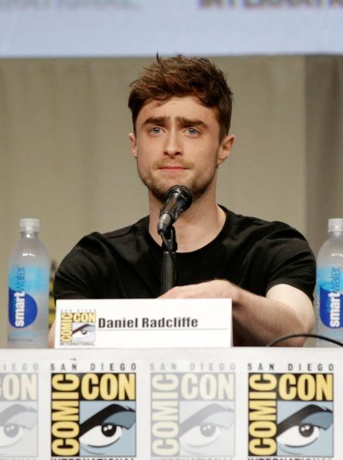 6,000+ fans in #SDCC's Hall H sung 'Happy Birthday' to Con initiate Daniel Radcliffe today: http://t.co/U1NWSL1bzB http://t.co/pQ1EV04rA7