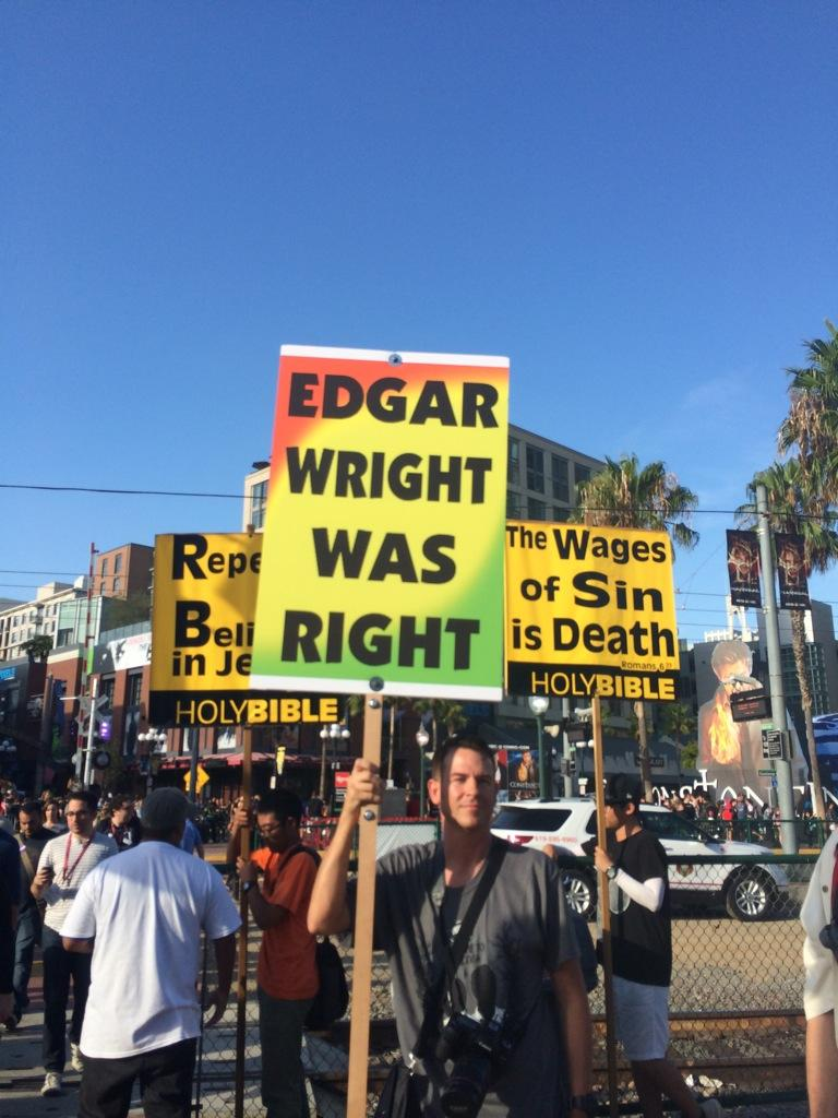 RT @peoso: @edgarwright this guy and God support you! #SDCC2014 http://t.co/8vNEshJld0