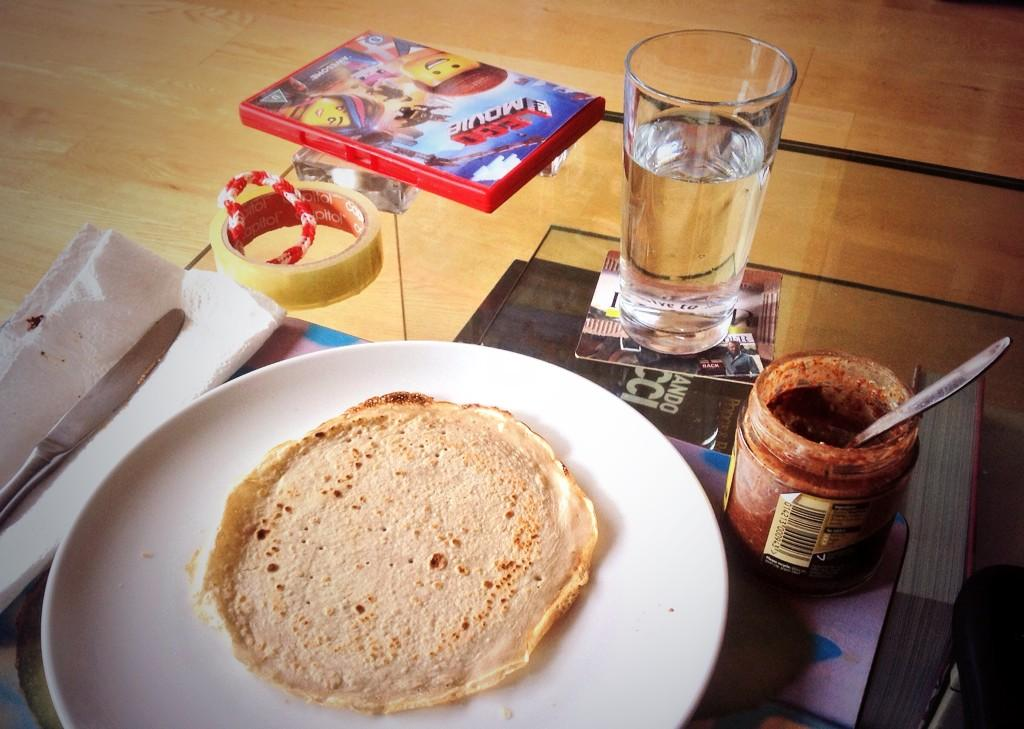 Master chef @MaiaDunphy has stepson on a healthy breakfast vibe #BuckwheatPancakesWithHomemadeLowCalNutella Tasty! X http://t.co/bHplgXJlmP