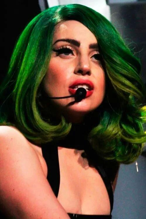 I love this green weave ! #MTVHottest Lady Gaga http://t.co/CLOcUxpdvv
