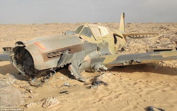 Cамолет времен Второй мировой пролежал в Сахаре 70 лет… (18 фото) http://t.co/Xk4LJfy2Ib http://t.co/QBDxhl28J1