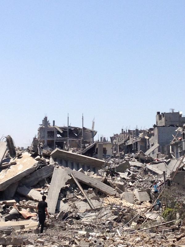 Whole blocks of apartment houses destroyed in Shijaiyah. Scale is far far greater than previous Gaza wars. http://t.co/vaZgKcay9Z