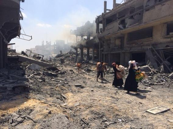 #Gaza smokes pours from buildings even after ceasefire begins @cnn @cnnee http://t.co/SqWsCU2aFd