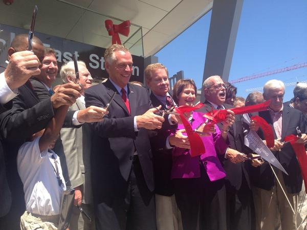 Wiehle-Reston is officially open #SilverLine http://t.co/kzIvxEbwj0