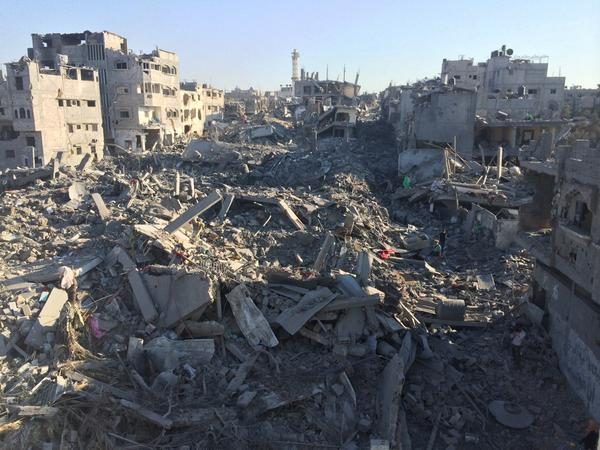 Destroyed houses in Shiyyaia #gaza http://t.co/XrQgIp5PNs