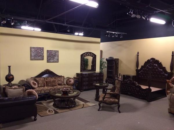 Pictures From Our 2017 Las Vegas Show Case Royalfurniture Pic Twitter 0q8uwdmhzc