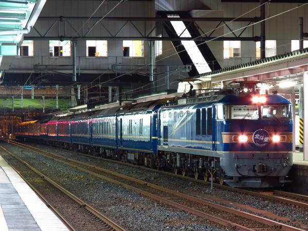 盛岡で北斗星撮れるのも大曲の花火の日だけなのよね。深夜延長運転のおかげで駅が開いてるから。 http://t.co/n449ciBBeK