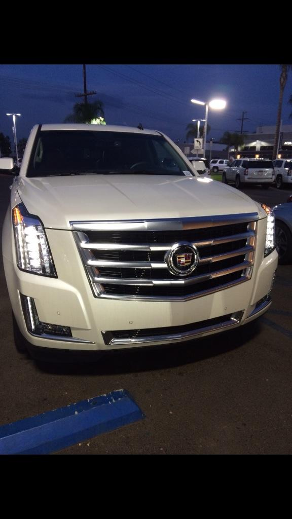 Rug On Twitter Damn My Dad Bought My Mom A 2015 Escalade Wtf