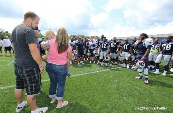 Why We Love Sports Today: @Patriots sing Happy Birthday to 6-year-old Danny Nickerson, who is battling brain tumor. http://t.co/fwBvikJGF9