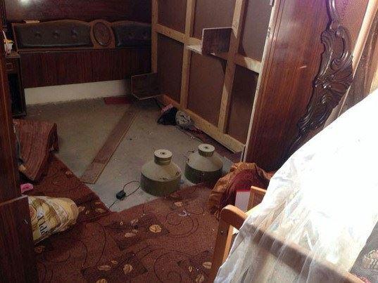 Nos soldats ont découvert hier des charges explosives cachées dans une chambre d'enfants dans une maison à Gaza