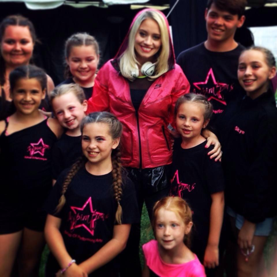 "RT @auntiefafa: Yesterday @ThurrockFest with the beautiful @KimberlyKWyatt the girls were overwhelmed! Georgia said ""she's so pretty"" http:…"