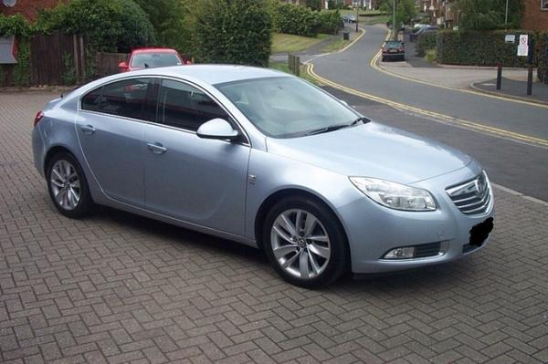 We need to find Vauxhall Insignia VK63 LWL in relation to Rugby murder. It looks like pic, in sunlight looks silver. http://t.co/V1jQsHFgzf