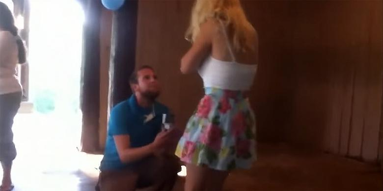 This Man's Romantic Dream Marriage Proposal Ends With The Woman Fainting http://t.co/aRvOKEdm6b http://t.co/dqt21EIbSZ