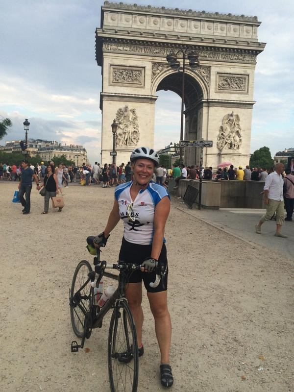 Today has been an epic, in many ways! London to Paris done with @LisaScales - now for a beer! http://t.co/CvkOdJ5J2f