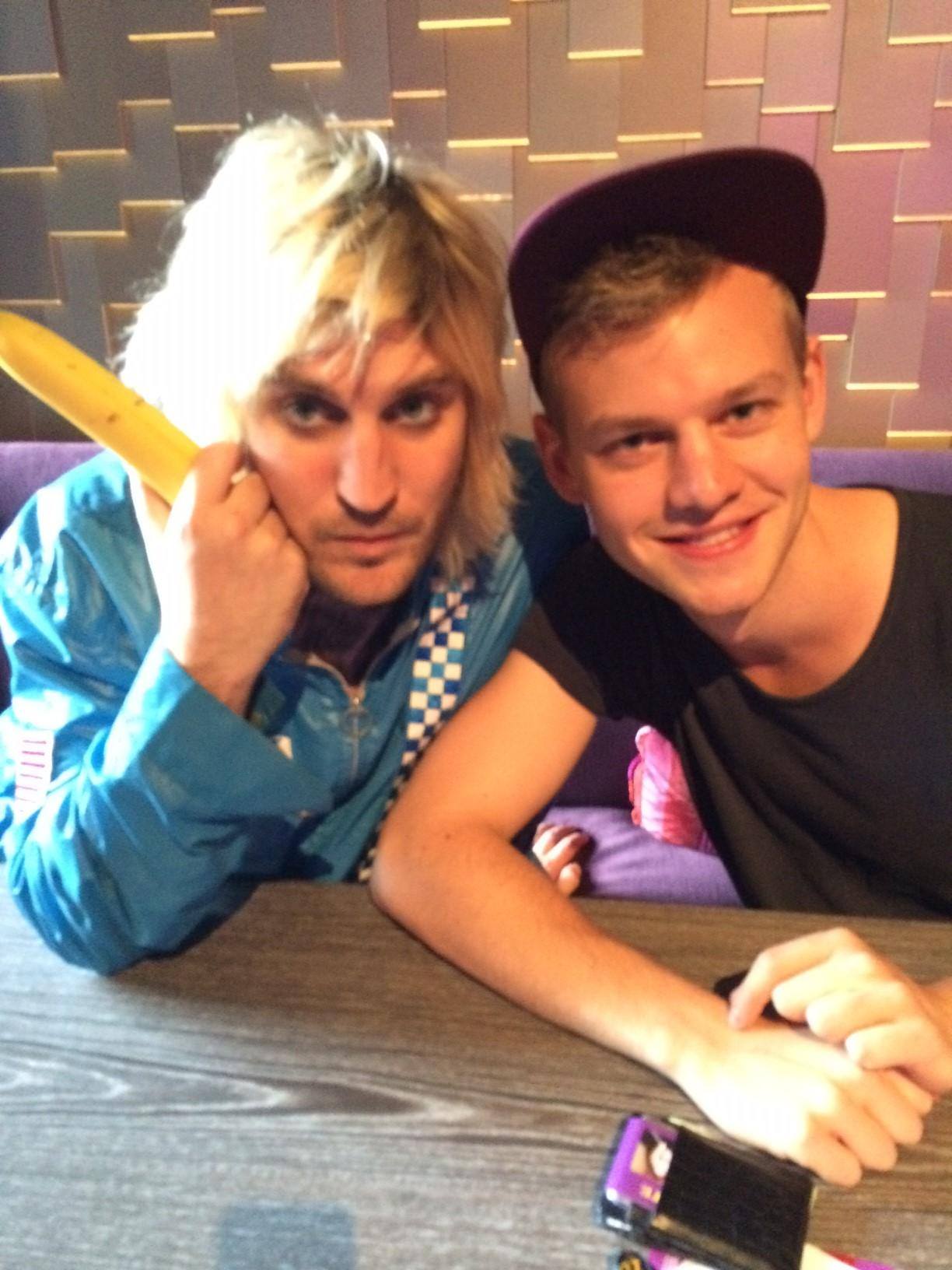 RT @MoreComedy: Our @joelcreasey hanging out with comedy legend @noelfielding11 at @Just_For_Laughs on the weekend #JFLMTL http://t.co/YWiR…