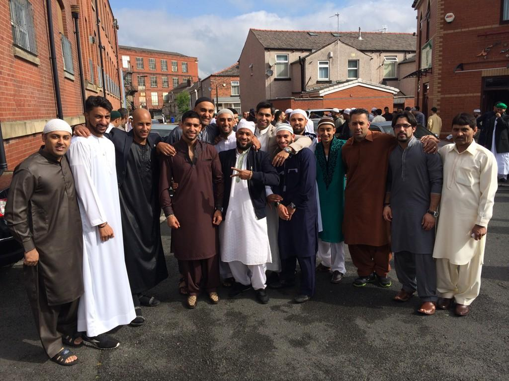 RT @KhansArmyWorld: Eid Mubarak from bolton boyz @AmirKingKhan @harrykingkhan @supersak32 @GOH4R http://t.co/2sqhkc3gmU
