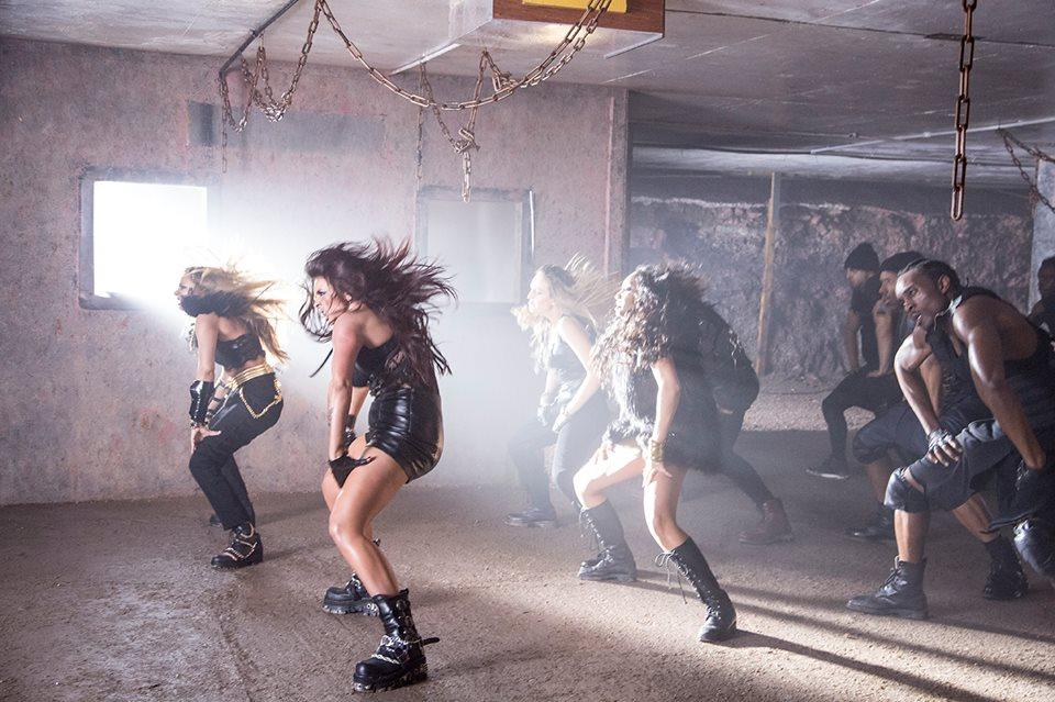 We love a cheeky photo of the girls from the #SaluteVideo on a Monday morning... Mixers HQ x  http://t.co/ksVkk7ErSr http://t.co/cMi6yg7lkG
