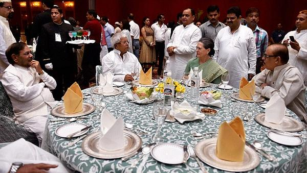 Headline you won't see: Sonia Gandhi shares table with Convicted Leader http://t.co/turFennxr0