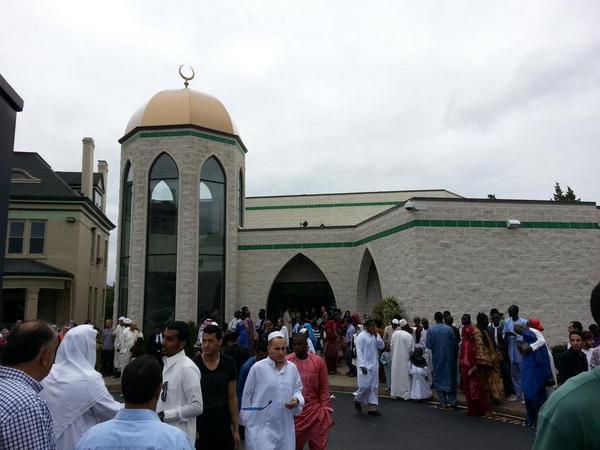 Eid Mubarak from the Clifton Masjid. http://t.co/Wik1KbxjLO