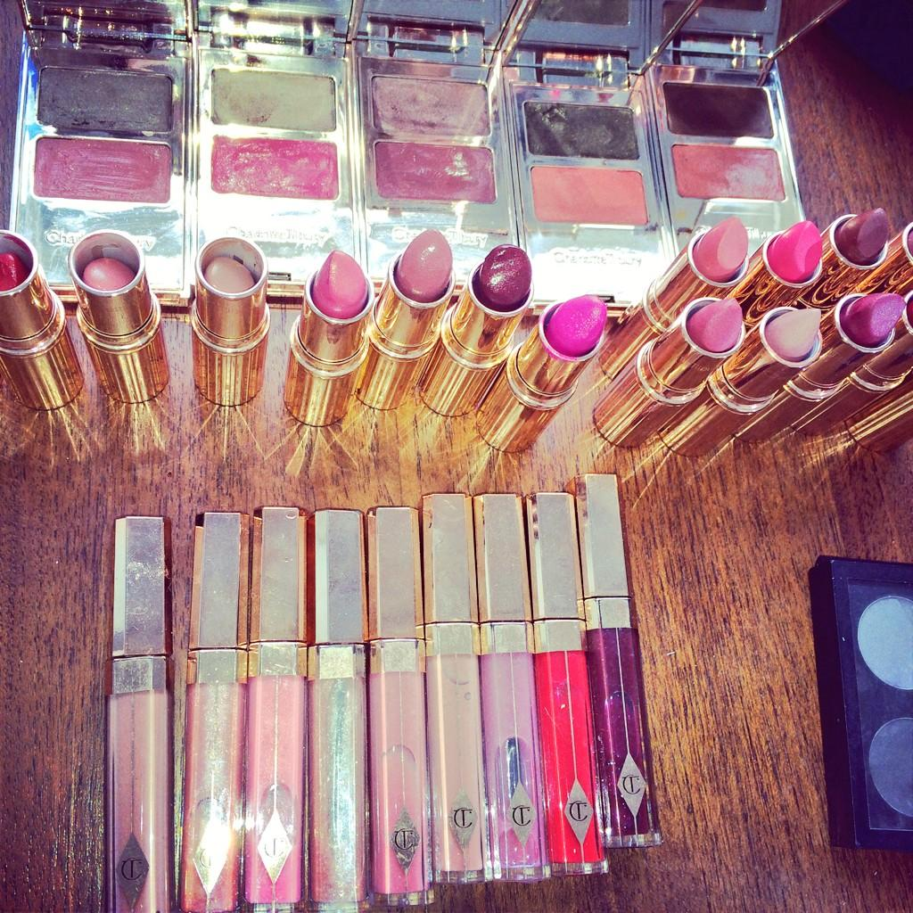 Lipsticks at the ready for my @StellaMagazine shoot... #fabulous http://t.co/npiJsKZAX5