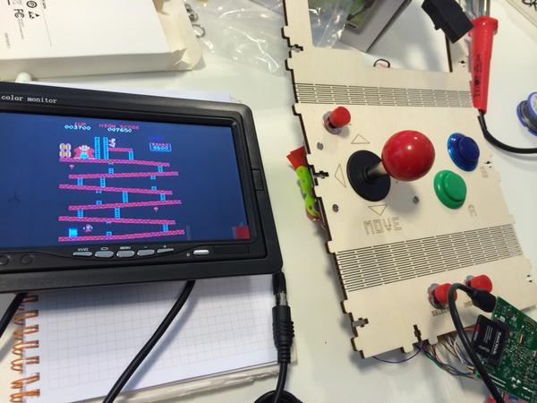 Funciona!!!!!!  8D @hirikilabs @tabakalera @DSS2016 #mame #raspberry #videogames #raspberry http://t.co/484ZW7nWOa
