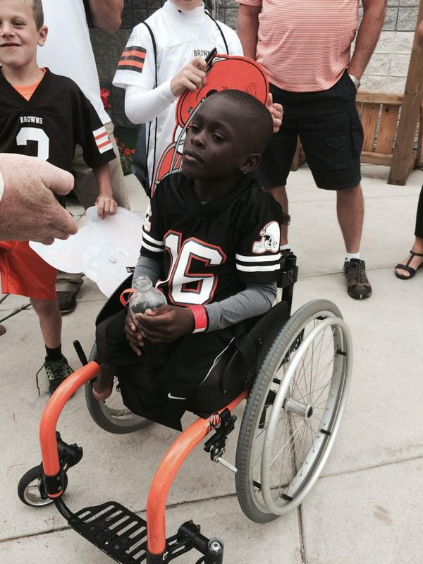 This was the cutest kid at #BrownsCamp14 sporting that @JoshCribbs16 jersey! He had a blast! http://t.co/NFhGqlnWBe