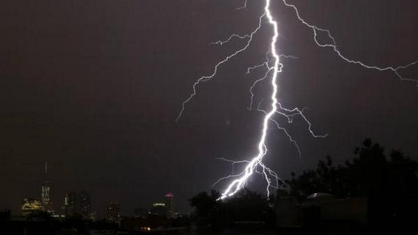 Five tips for #lightning safety. RETWEET to spread the word http://t.co/qESCkPbeQ2 http://t.co/2iPn4pvpNh