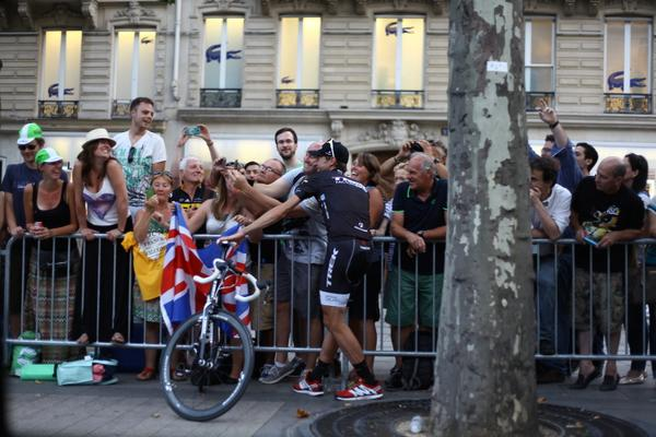Another of my favourite pictures from the Champs-Elisées parade: @thejensie saluting just about every single fan! http://t.co/M2Lb9gzd2Q