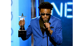 DID YOU SEE AUGUST ALSINA'S ACCEPTANCE SPEECH @BETAwards? Check it out on the #BETNowApp HERE: http://t.co/Ndy1bAsS03 http://t.co/3jIHyLPPZZ