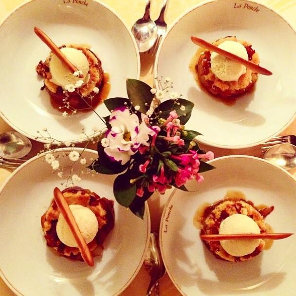 Late night treats :):):) #peachcrumble #sttropez http://t.co/TGwlutacPe