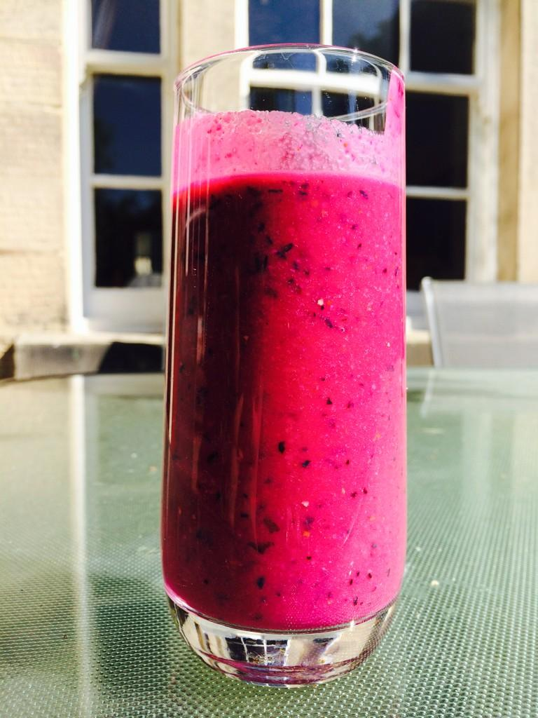 RT @Kavita_Oberoi: This mornings nutribullet blend - Beetroot, blueberries, grapes banana and almonds http://t.co/IY3tLF2Pwg