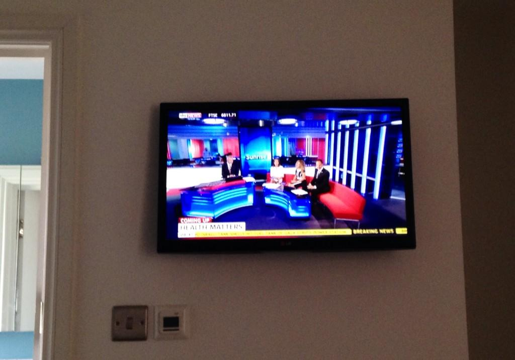 RT @SkyRonan: The ONLY way to wake up on a day off... #skynews #sunrise @EamonnHolmes @SunriseIsabel @SkyNewsLaura http://t.co/Pf9eY0dAyu