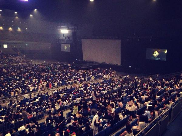 오늘 마지막 스케줄 김현중씨 콘서트♪ 오랜만이네염~今日最後のスケジュールはキム・ヒョンジュンさんのコンサート♪久しぶりですねん。 http://t.co/lUsCQKEKhr