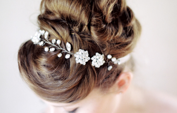 RT @AOL: DIY floral hair pins and other beautiful hair inspiration for summer: http://t.co/BiGii1vIRM http://t.co/vJkT2C3j1a
