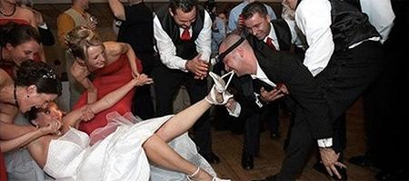 The Ultimate Wedding Fails Compilation http://t.co/puraWqHkUp http://t.co/1IdiELcu2c