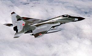 MiG-29 ライバルのフランカーに押されて影が薄い子。地味に初期のF-16より接近能力が優れていた時期もあったそうな。まあ西側作品で登場するときはどっちにしろ西側戦闘機のやられ役だけどね。曲線美は素敵なので人気は高い。