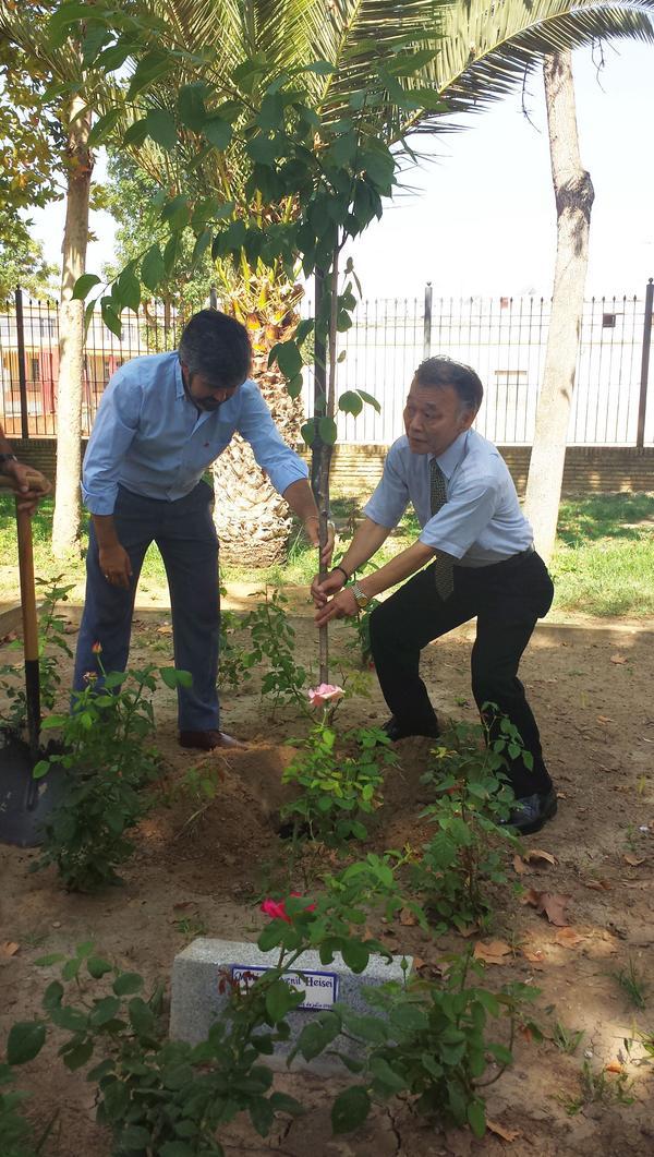 Hasekura Tsunetaka en su visita y el Alcalde de Coria del Río @modestopacoria @aytocoria http://t.co/OAboEuXwvd