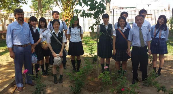 Expedición de estudiantes japoneses visita Coria del Río, con Hasekura Tsunetaka y @modestopacoria @aytocoria http://t.co/3EOwTqDF41