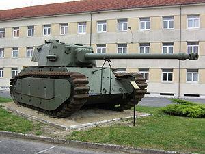 ARL 44 ドイツ占領下のフランスでこっそり設計してた戦車。20年代の足回りと40年代の火力と正面装甲というアンバランスな形で誕生したが戦後にパレードに出るくらいの出番しか無かった。まあ研究者の就職先確保という役目は果たしたが。