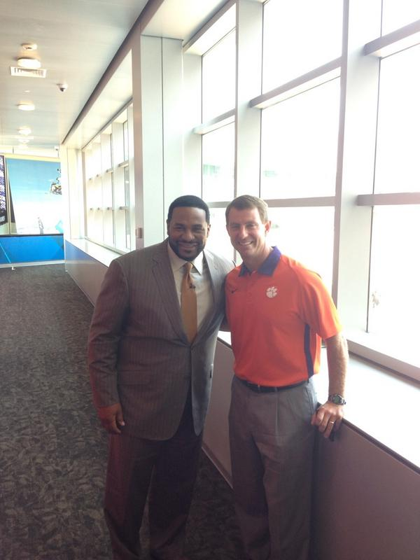 Never know who you'll run into in at ESPN. @JeromeBettis36 chatted with Coach Swinney between stops. #ESPNACC http://t.co/3nMTCdaFUv