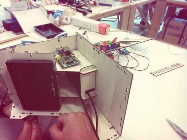 We are close to finish the 10 little MAME using @Raspberry_Pi http://t.co/I2xmPqZCrd
