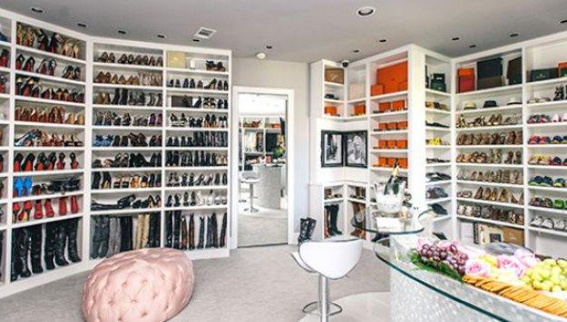 This Texas woman's gorgeous, HUGE closet cost $500,000 to build: http://t.co/mQdZEqxaWV http://t.co/JJ5pFO7Qy8