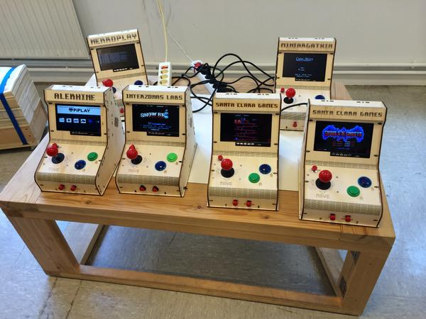 "Pues mira todas!! ""@mcastiella: @gravstar @hirikilabs @tabakalera @DSS2016 como mola."" #mame #raspberry #videogames http://t.co/anM0uqd6gj"