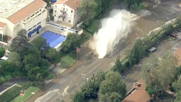 PHOTO: Water main break near #UCLA; evacuations underway (from @KTLA video) http://t.co/eD4iJXqora
