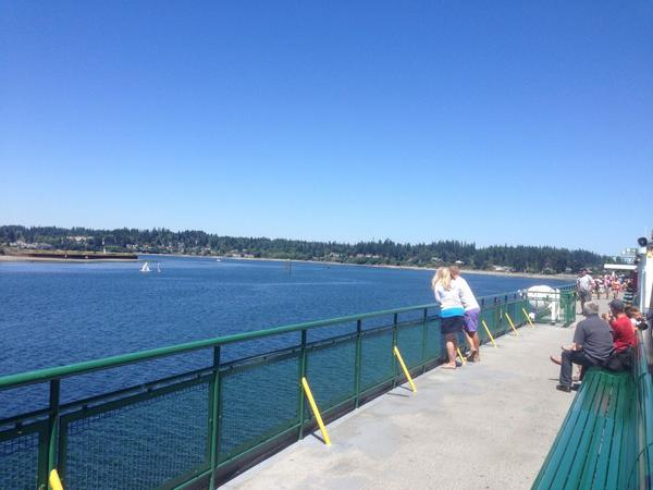 Drifting towards Bainbridge Island shore on @wsferries Tacoma. Captain says he's about to drop anchor and await tugs. http://t.co/An8yY2F8op