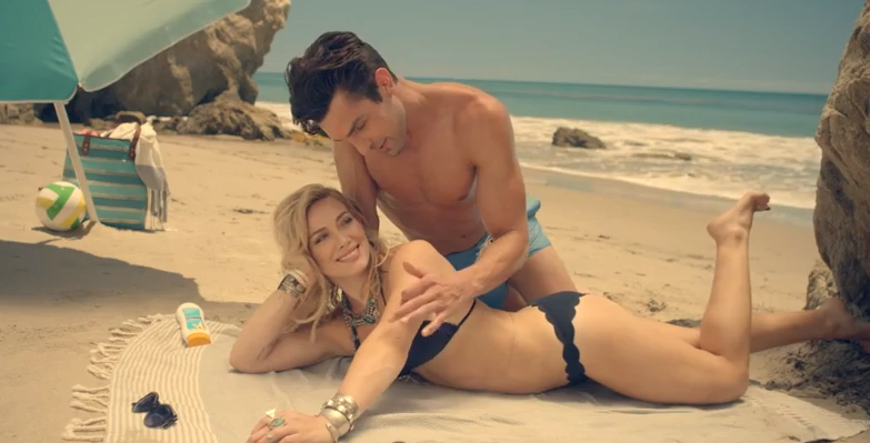 RT @YouTube: Life's a beach and @HilaryDuff's playing in the sand. http://t.co/pbwwjPej0N #ChasingTheSun http://t.co/6eTlDkH4lP
