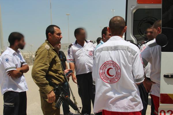 Tsahal transfère des patients de Gaza par le passage Erez pour qu'ils reçoivent des soins médicaux supplémentaires