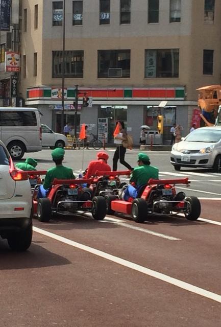 浜松町にマリオ1に対してルイージ3が信号待ちしてた。 http://t.co/scTTG5wuw5