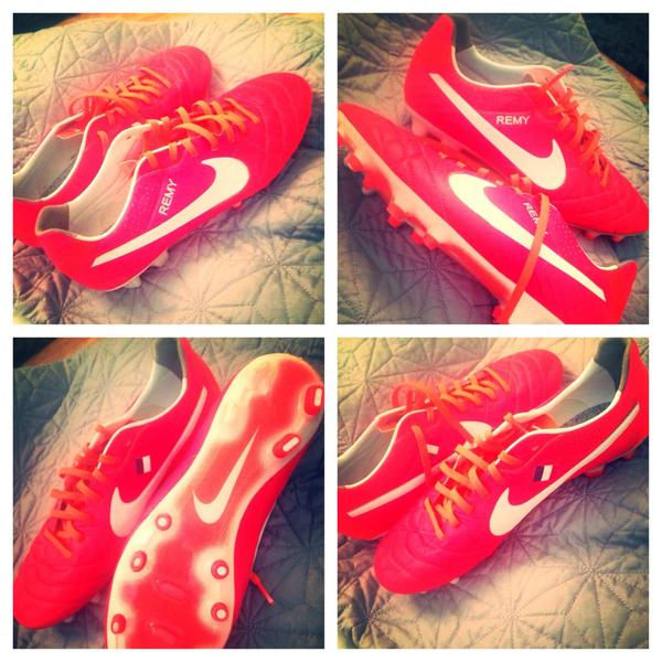 Clearing the Wardrobe. Anyone want to take these off me? Loic Remy's Size 9.5 boots #QPR #Newcastle RT http://t.co/ZcESEGlYB4