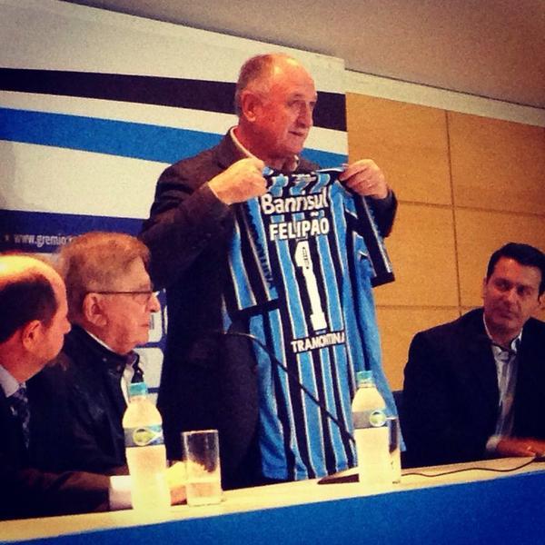 """""""Quero agradecer ao Grêmio e aos gremistas por todo o carinho"""". - Felipão Acompanhe no link http://t.co/GZZ8I3bzxY http://t.co/lH60N5JnGY"""